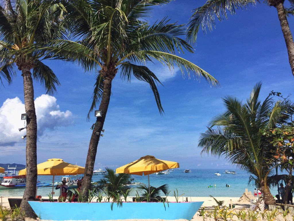 ボラカイ島はいよいよベストシーズンに入ります・・・ご予約はお早目にどうぞ