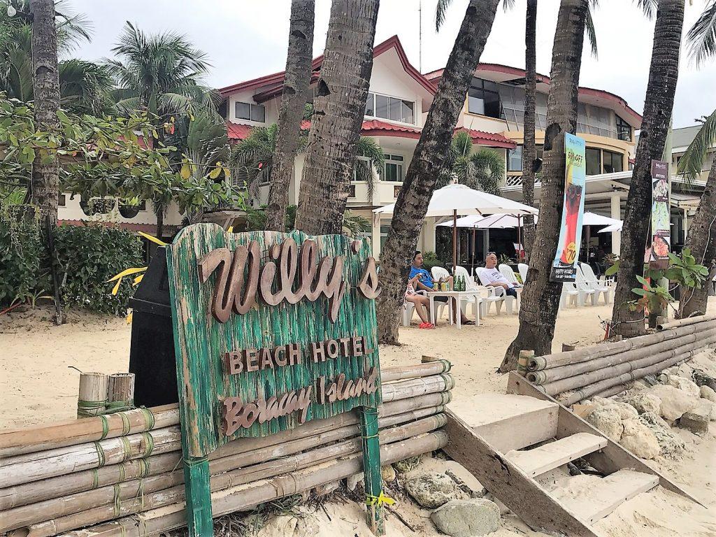 今回ご紹介するホテルは【ウィリーズビーチホテル(Willy's Beach Hotel)】