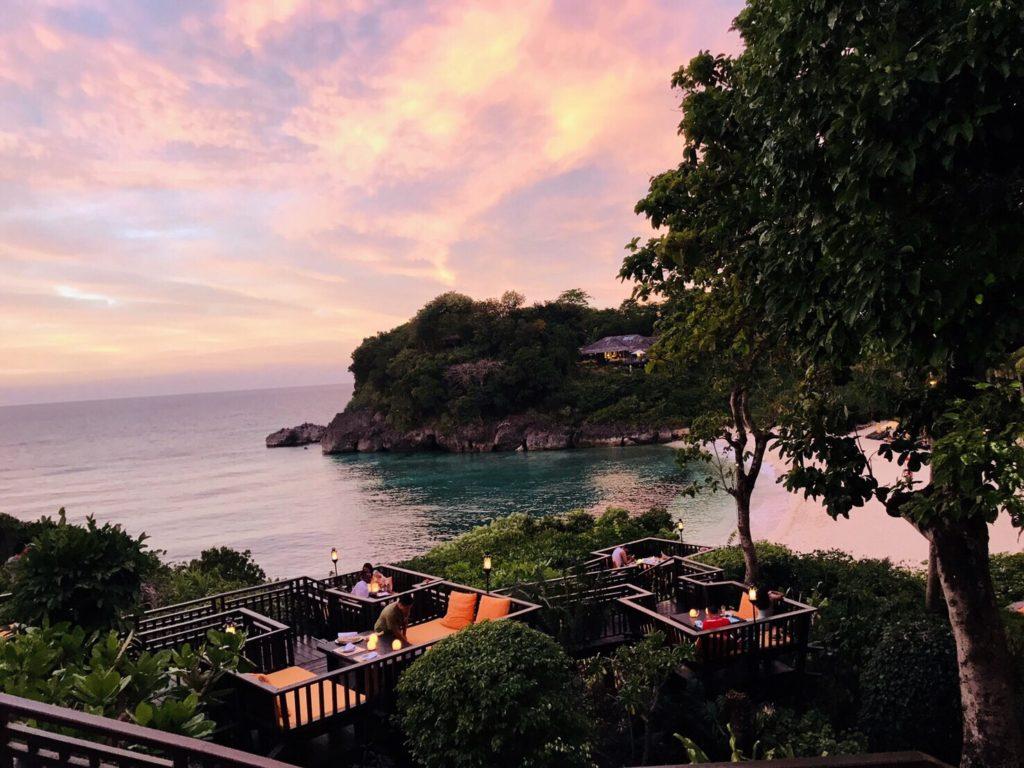 人気レストランの【Shangri-la Hotel Boracay Resort and Spa (SIRENA】